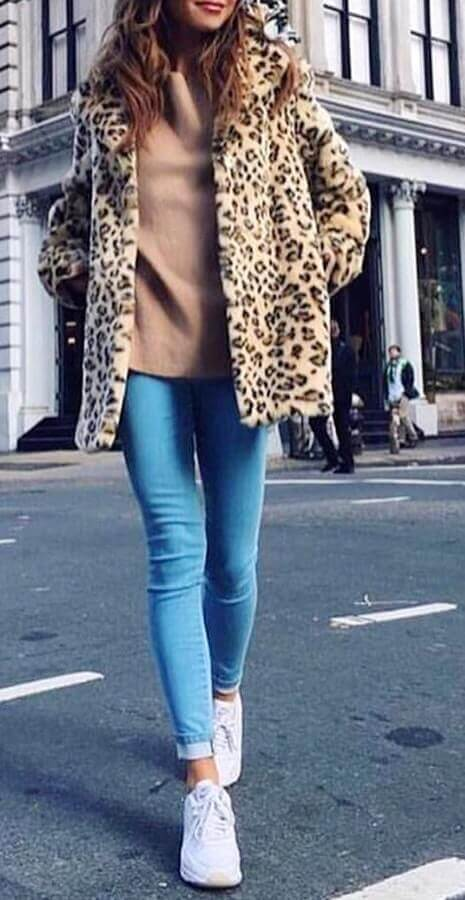 Today we bring some of the favorite womens pants skinny fit and slim outfit ideas, so expect trendy ideas you can rock with this kind of fashionable items.